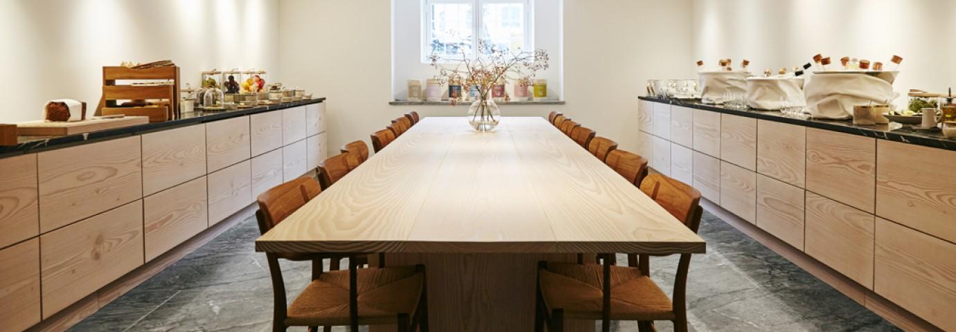 De vergaderruimtes met stoelen van Carl Hansen & Son... Victors Design Agency