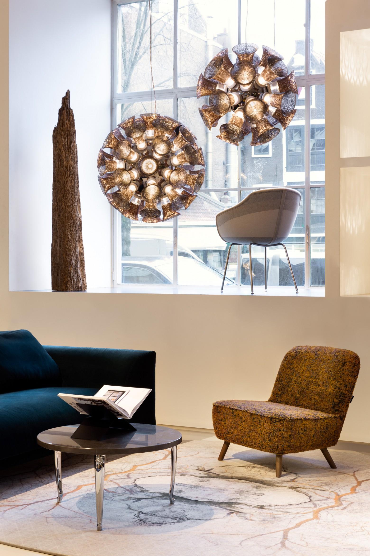 Birnsachtige versie van Chalice in diameter 48 cm  Victors Design Agency