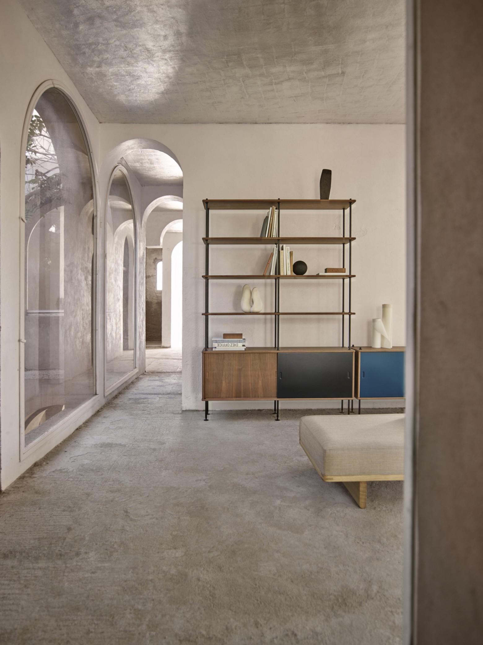 Système d'étagères durable et intemporel de Borge Mogensen, enfin en production Victors Design Agency