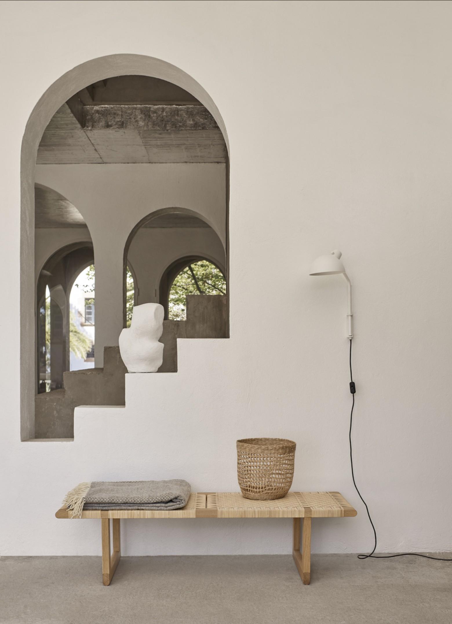 Borge Mogensen bank/ lage tafel met French cane weaving; tijdloze klassieker  Victors Design Agency