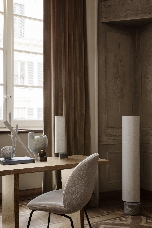 Private Desk eik, Unbound vloer- en tafellamp. Nieuw GUBI  Victors Design Agency