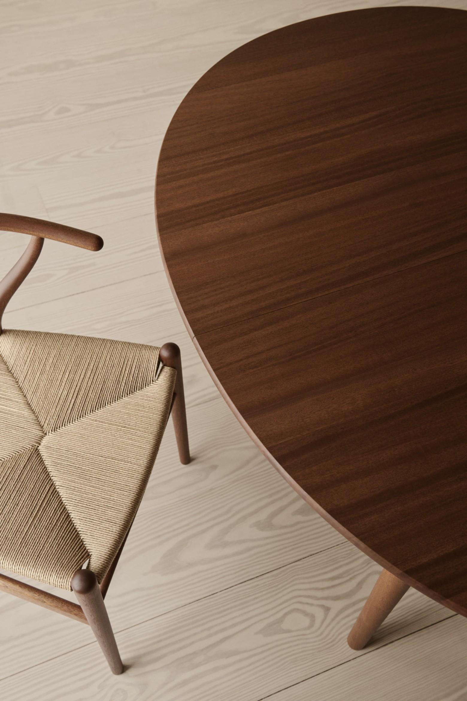 Warm rode kleur: mahonie hout is terug! NIEUW Victors Design Agency