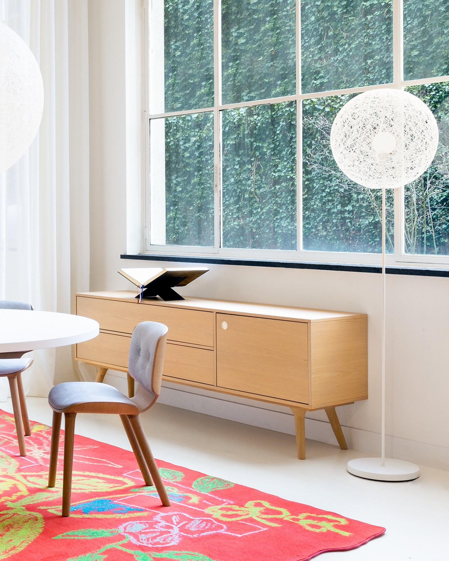 le nouveau lampadaire Random II ø50 et ø80 cm, blanc ou noir  Victors Design Agency
