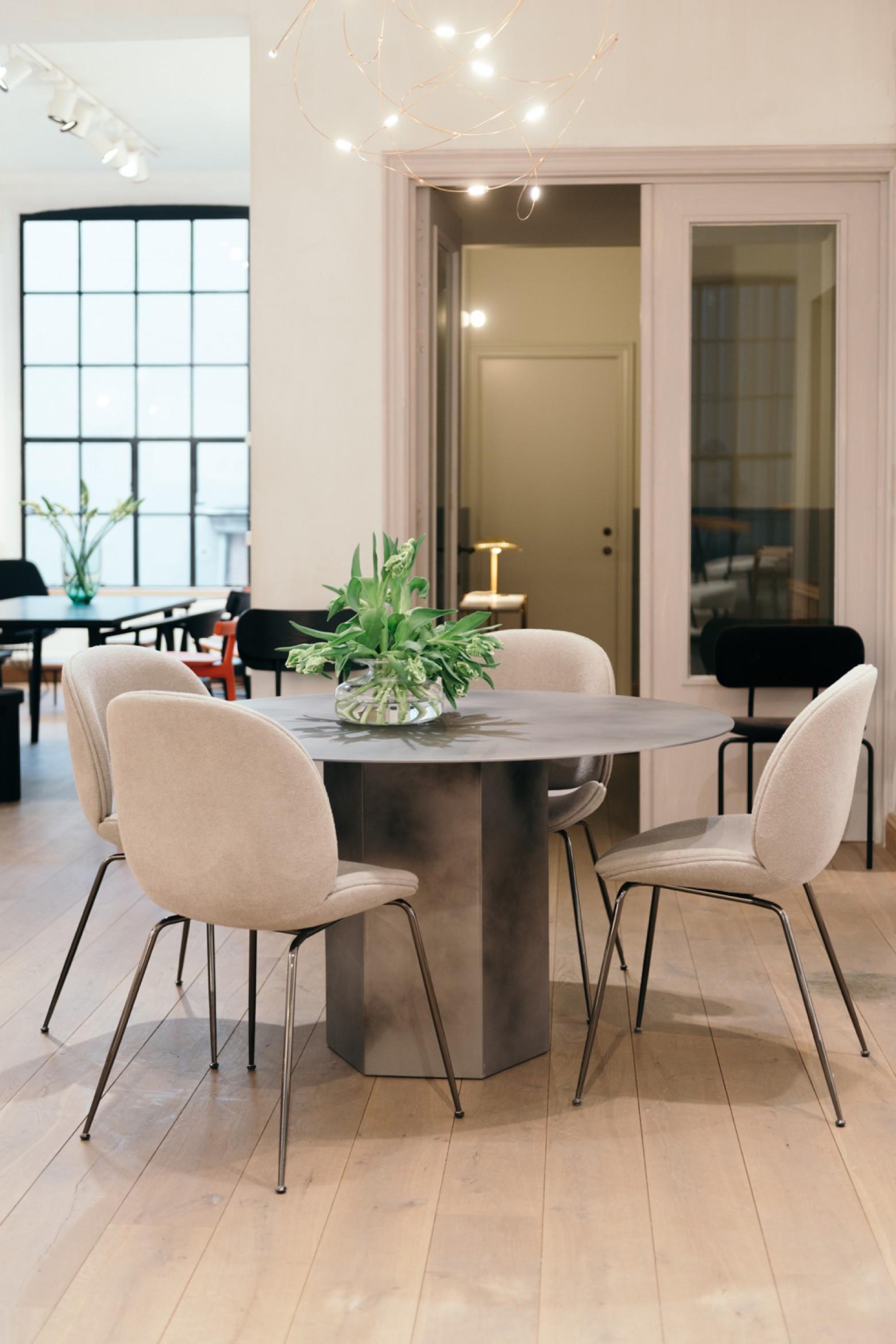 Welkom: EPIC staal: nieuw in de GUBI collectie  Victors Design Agency