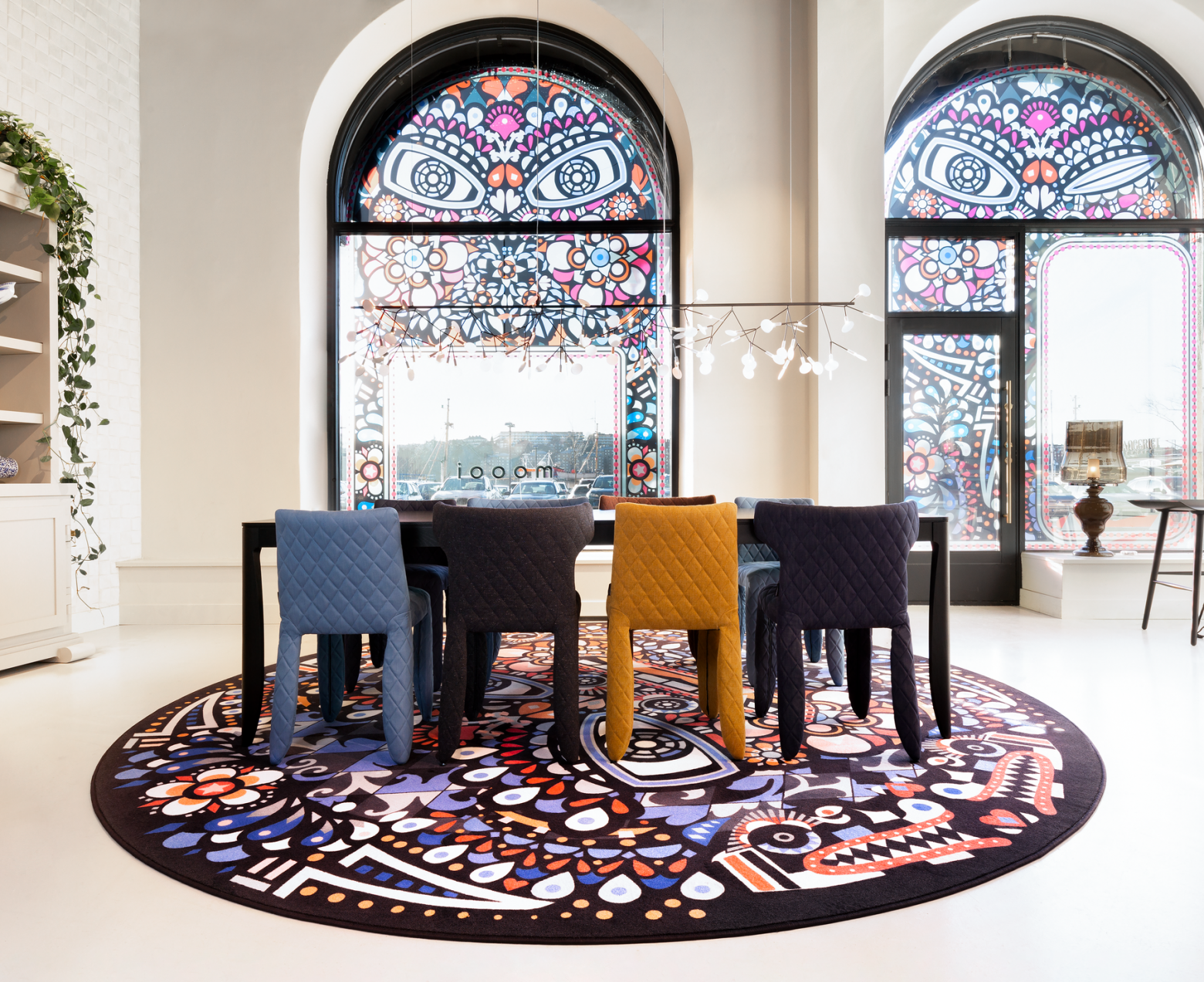 la famille Monster dans un décor Moooi Victors Design Agency
