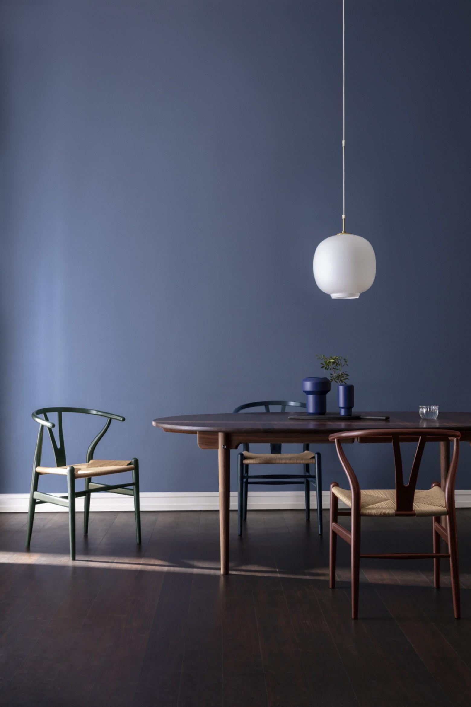 8 nieuwe trend kleuren voor de iconische Wishbone chair (CH24)  Victors Design Agency
