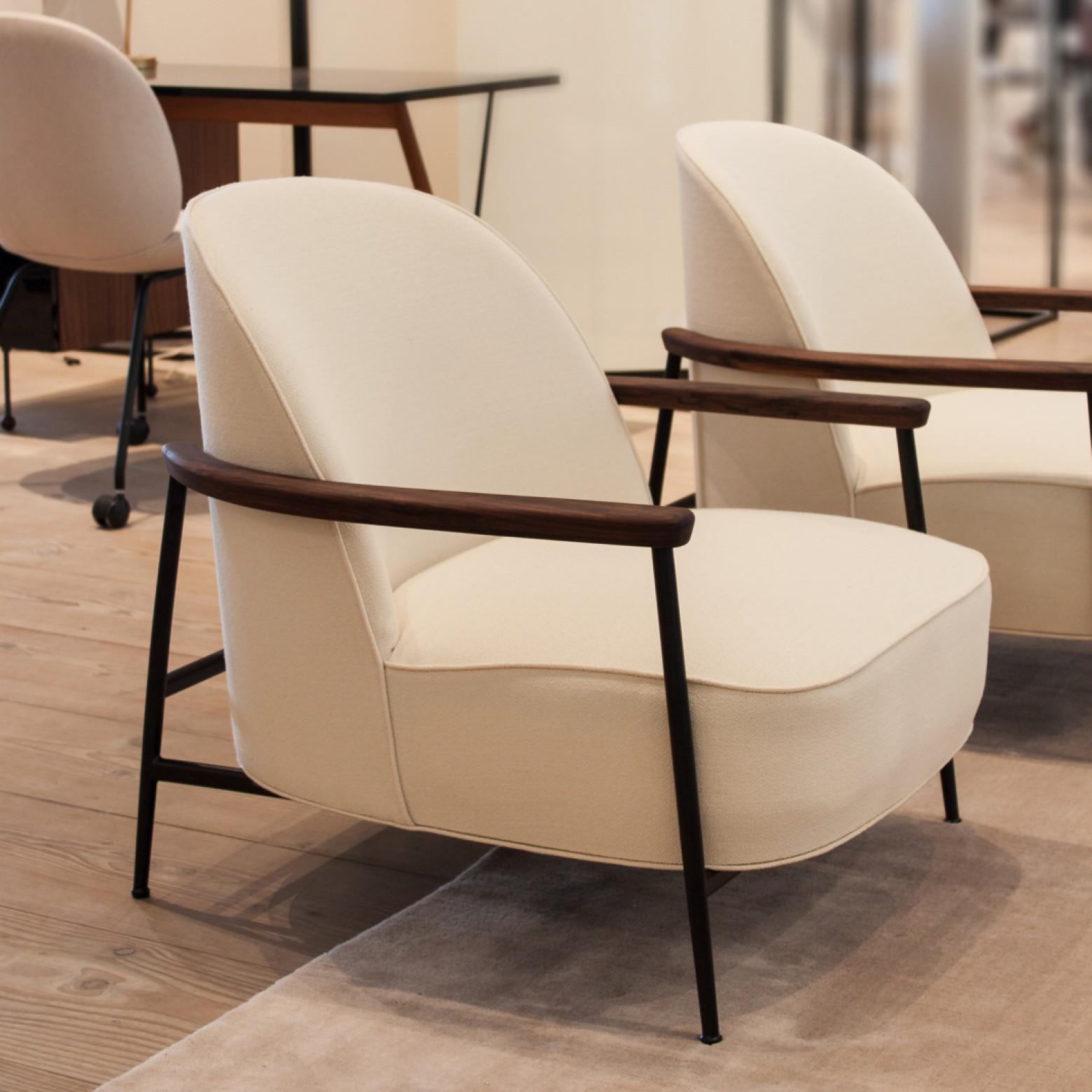 Nieuw: Mammoth Lounge Chair (versie met armleuningen) van GamFratesi  Victors Design Agency