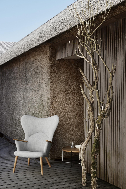 Visueel licht ogende lounge chair, gemaakt van duurzame materialen  Victors Design Agency