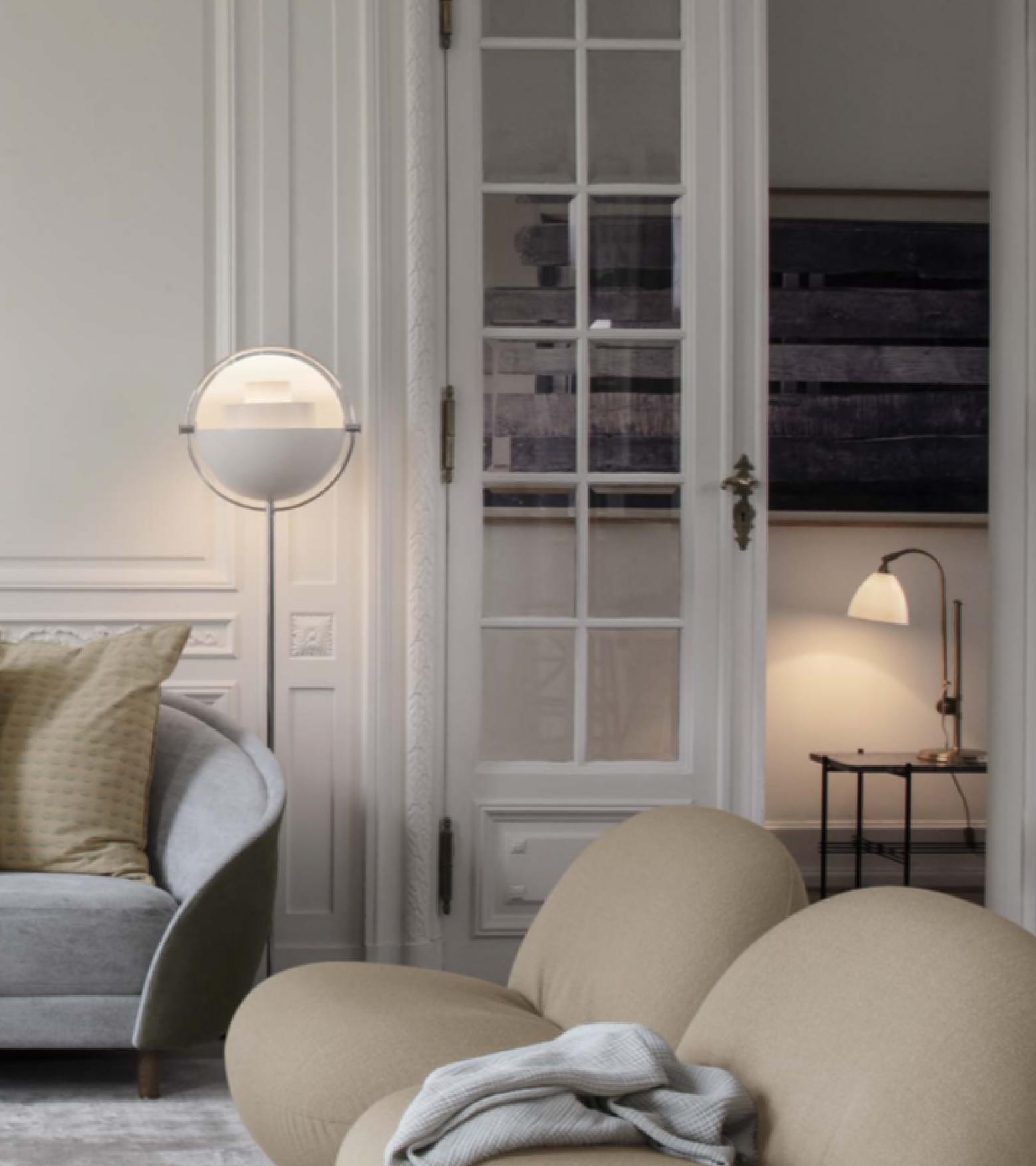Multilite witte vloerlamp en Bestlite tafellamp.... een blik in de nieuwste Gubi verlichtings catalogus Victors Design Agency