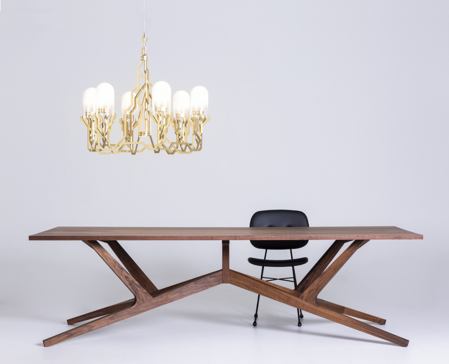 Liberty Table (260 x 110 cm), Plant Chandelier en Golden Chair - MOOOI Victors Design Agency