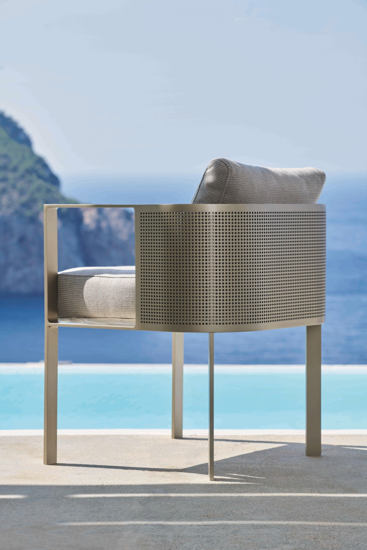 Even kort uitrusten tijdens een zomermoment - Solanas Gandia Blasco Victors Design Agency