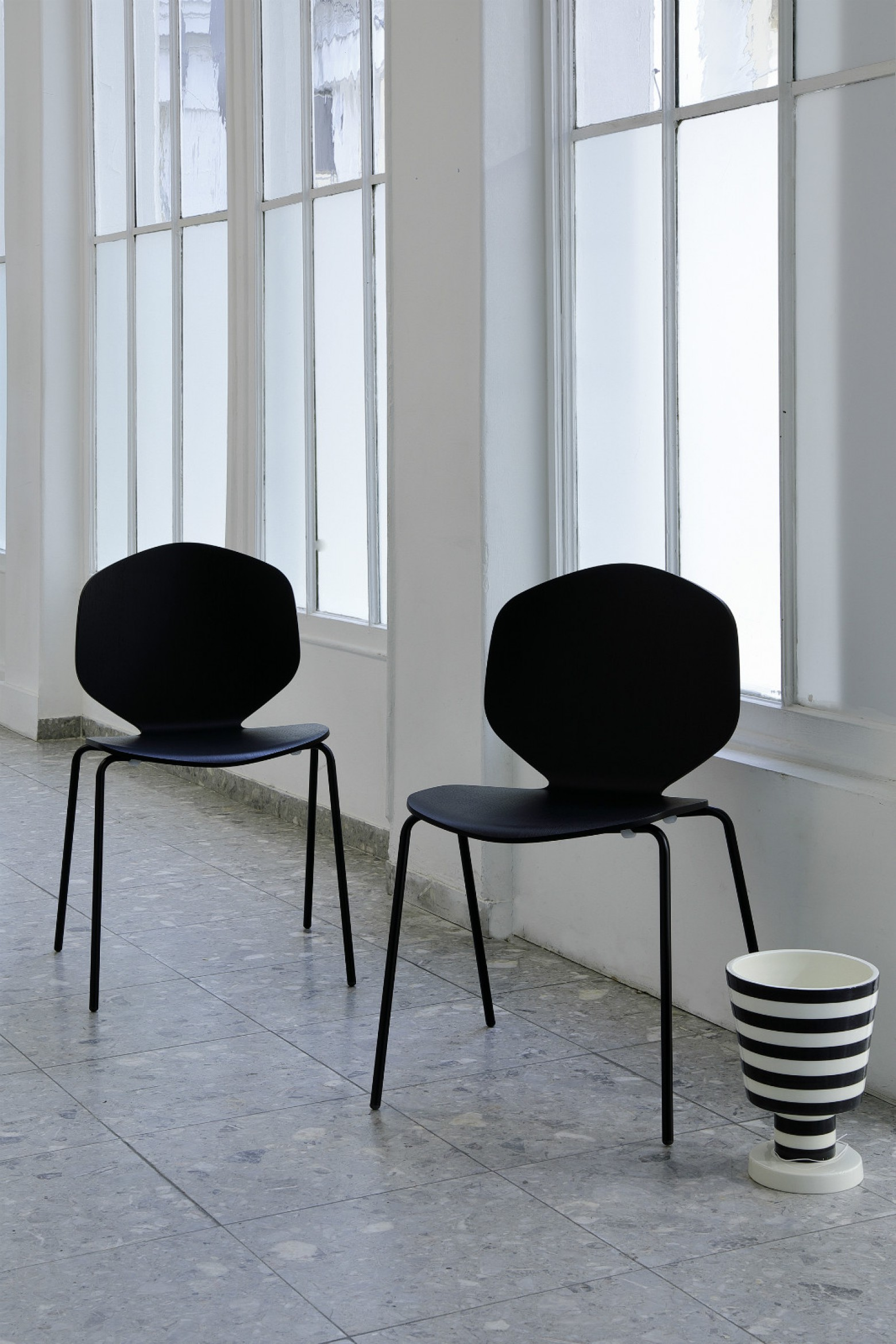 Loulou chair zwart Victors Design Agency