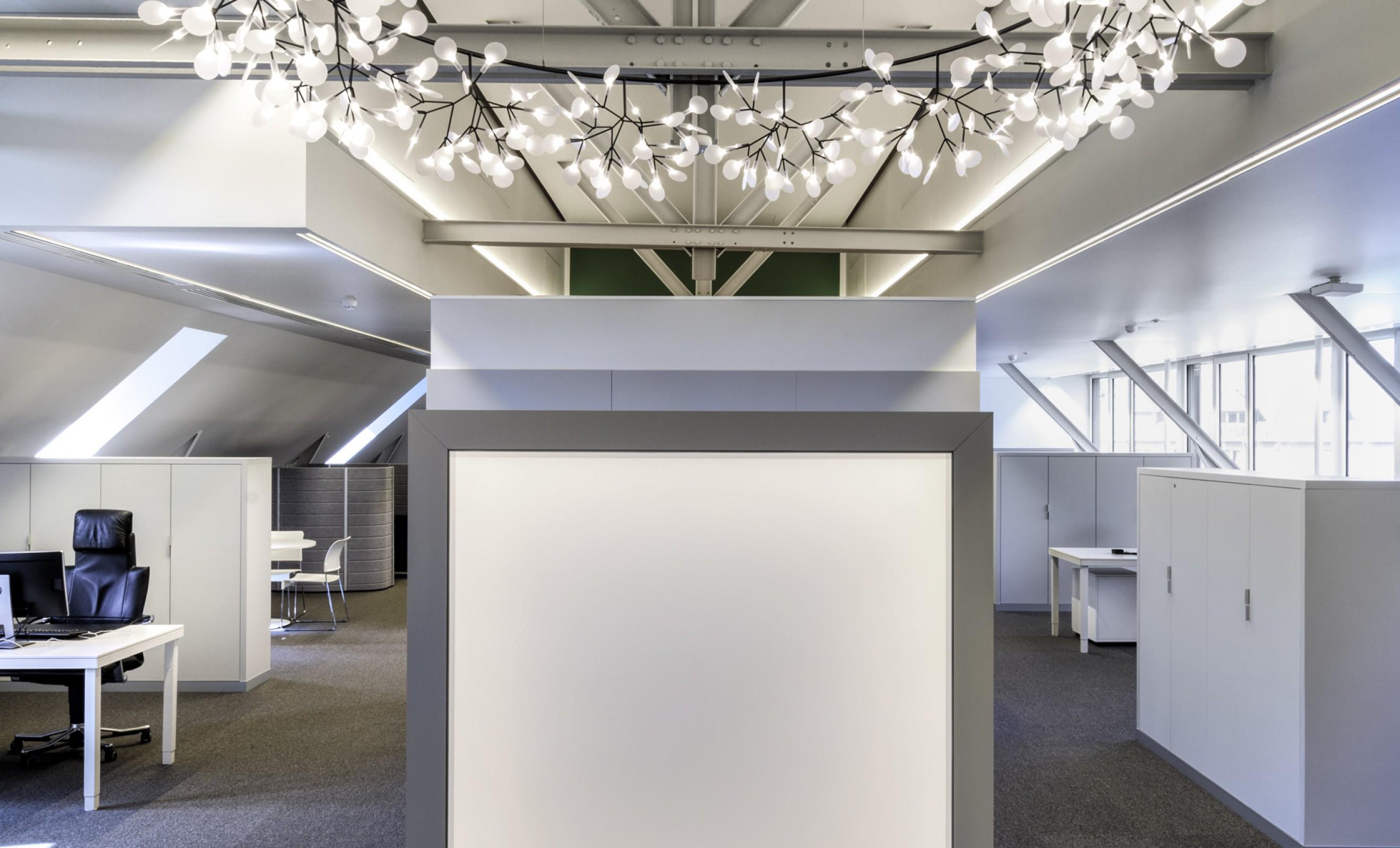 67/5000 Le Heracleum Big O apporte une touche poétique ... Victors Design Agency
