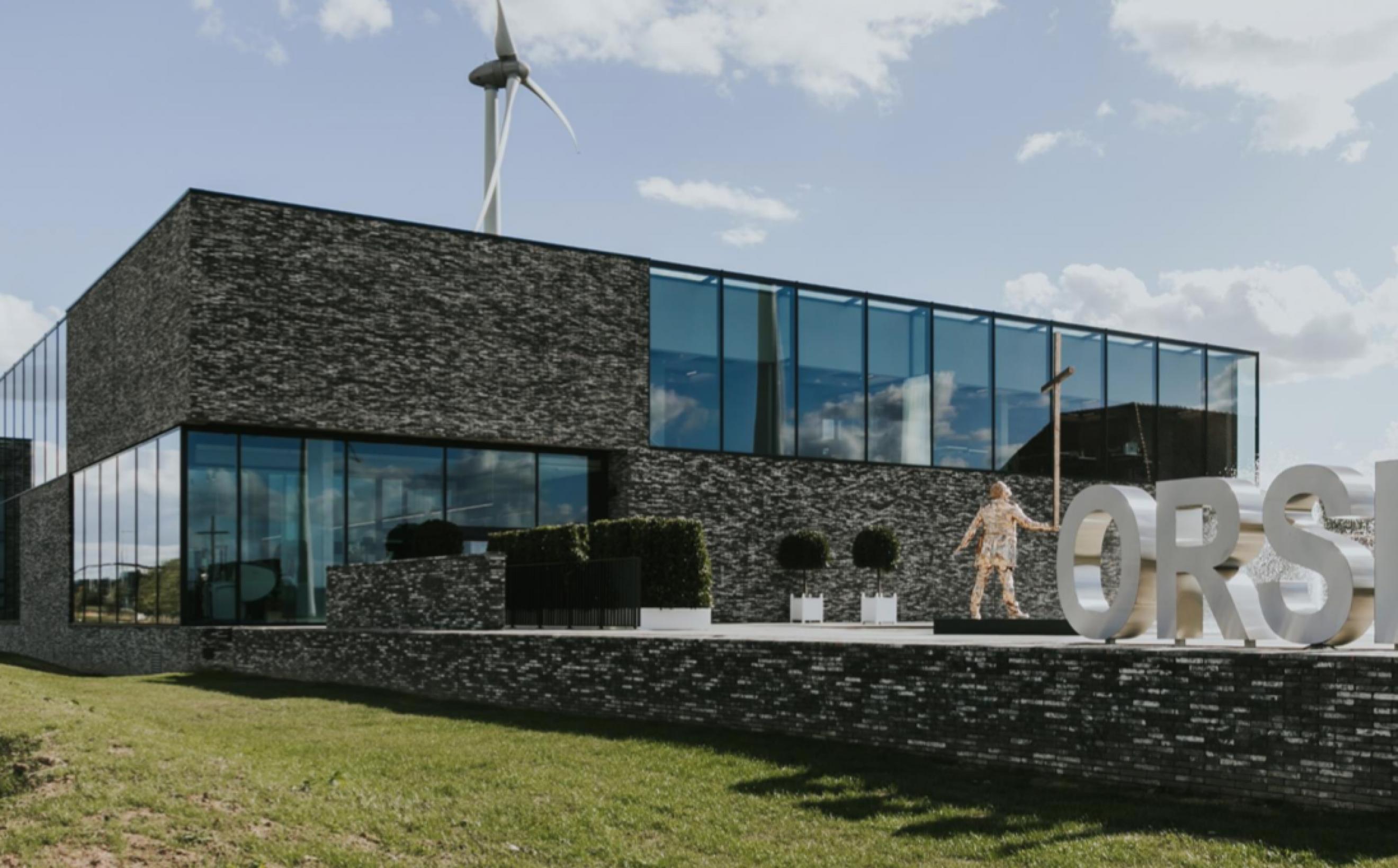 Het ORSI  gebouw langs de E40 tussen Gent en Wetteren....   Victors Design Agency