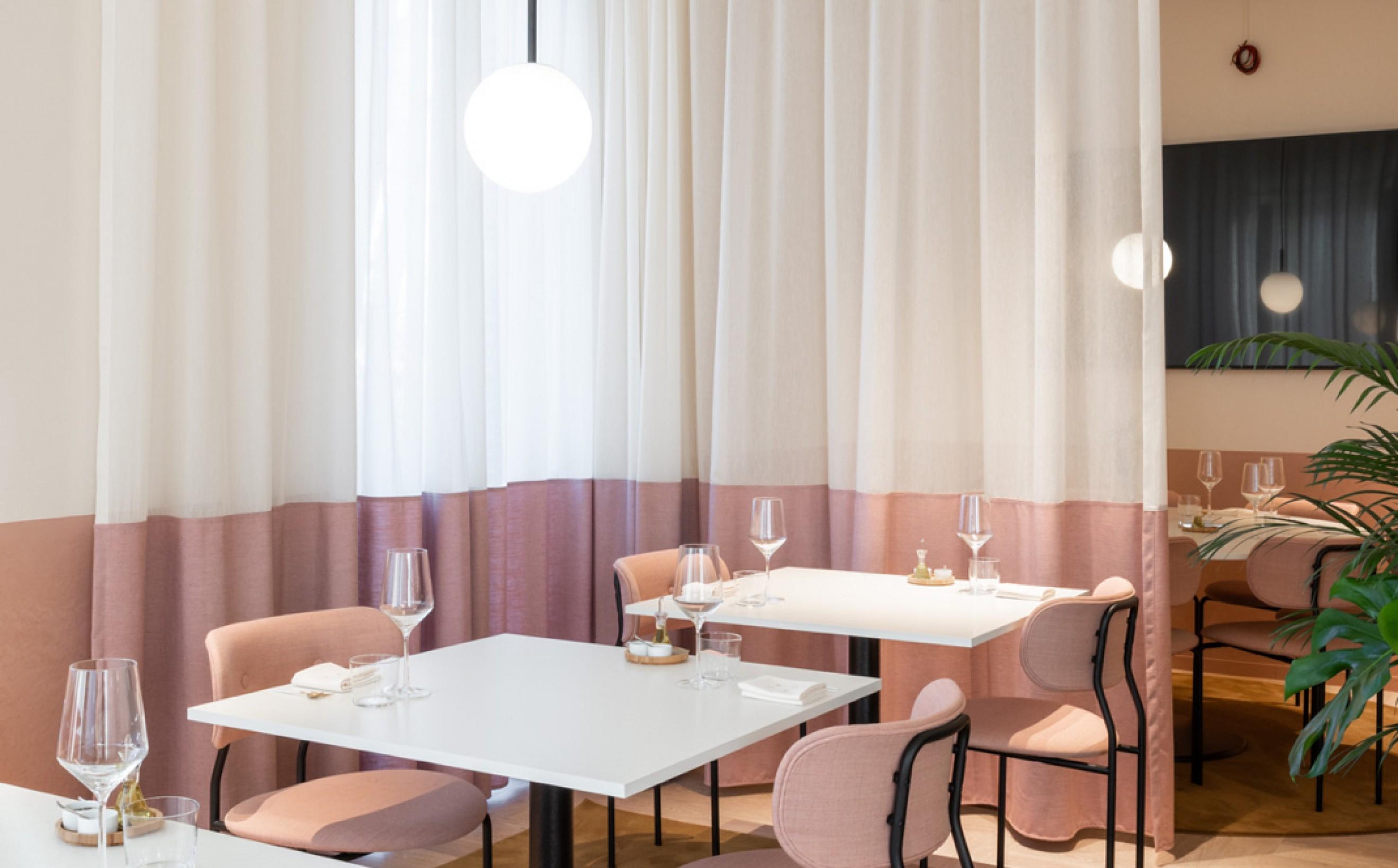 Zacht roze velours op de COCO stoel van Gubi in CRKL Roeselare  Victors Design Agency