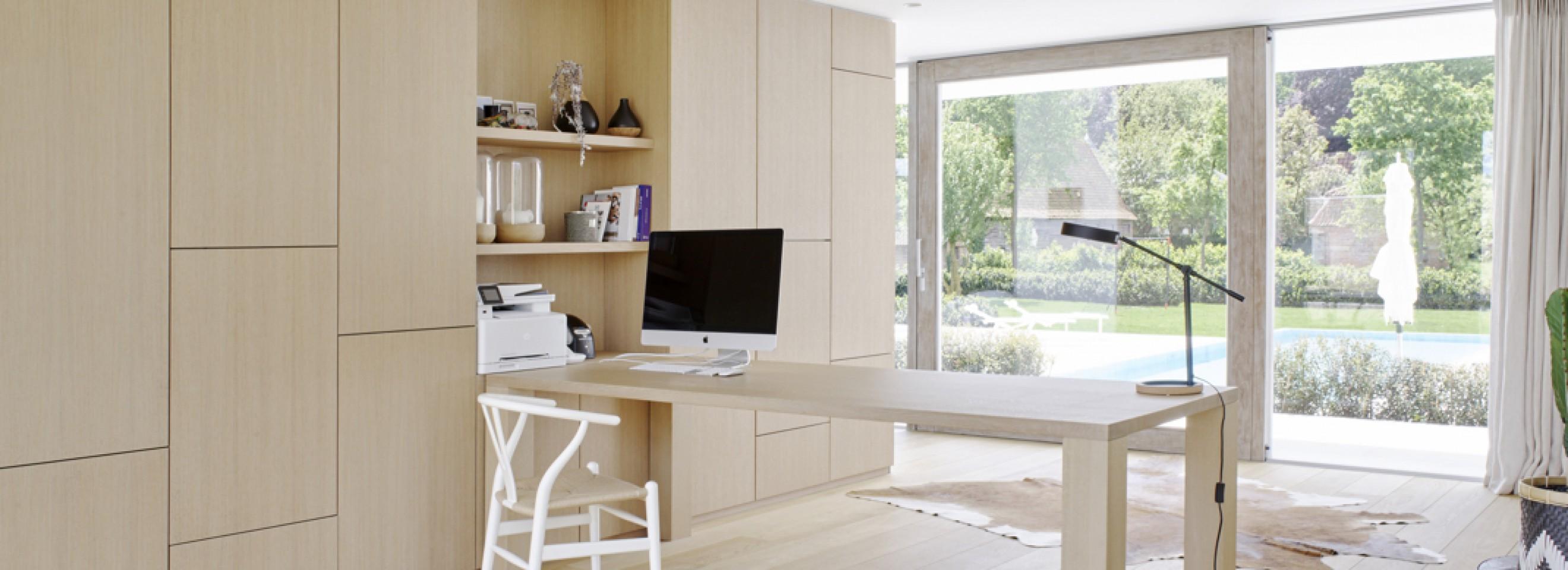 Iconische CH24 stoel (Wishbone, design 1950) in wit... als bureau stoel voor home office Victors Design Agency