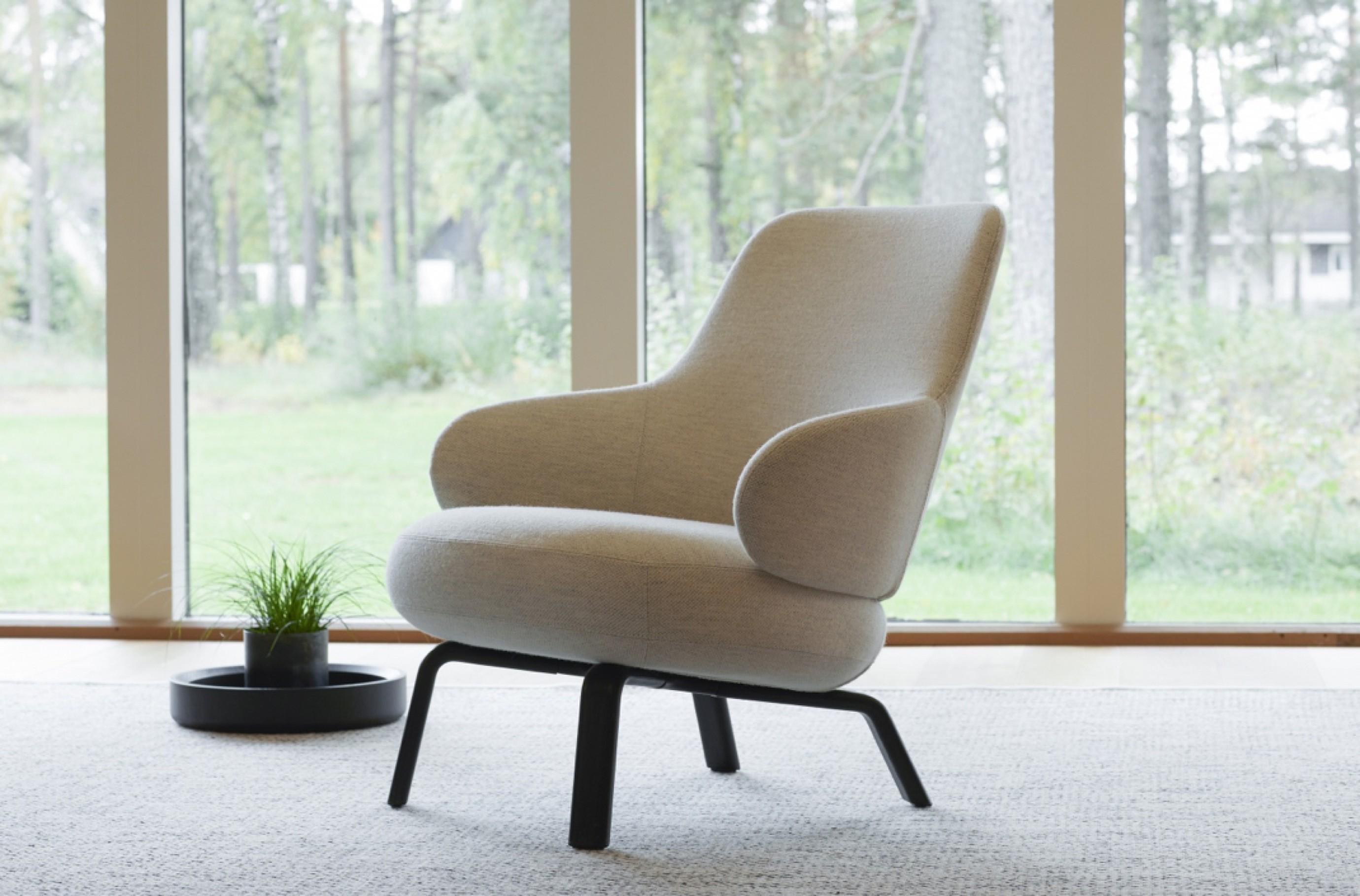 Pillo, Swedese collectie, op houten poten Victors Design Agency