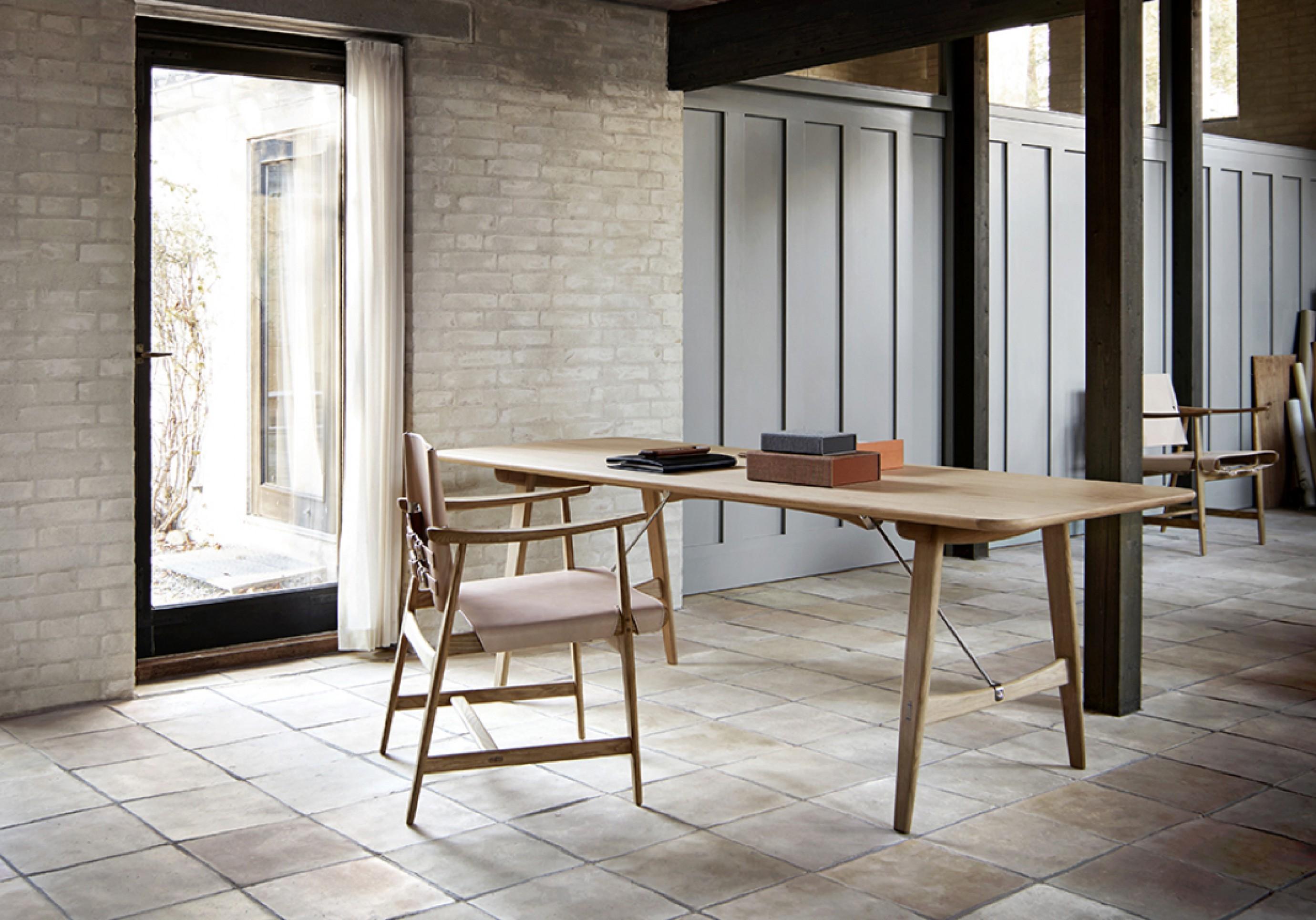 BM1106 Huntsman chair - oak oil - natural saddleleather Victors Design Agency