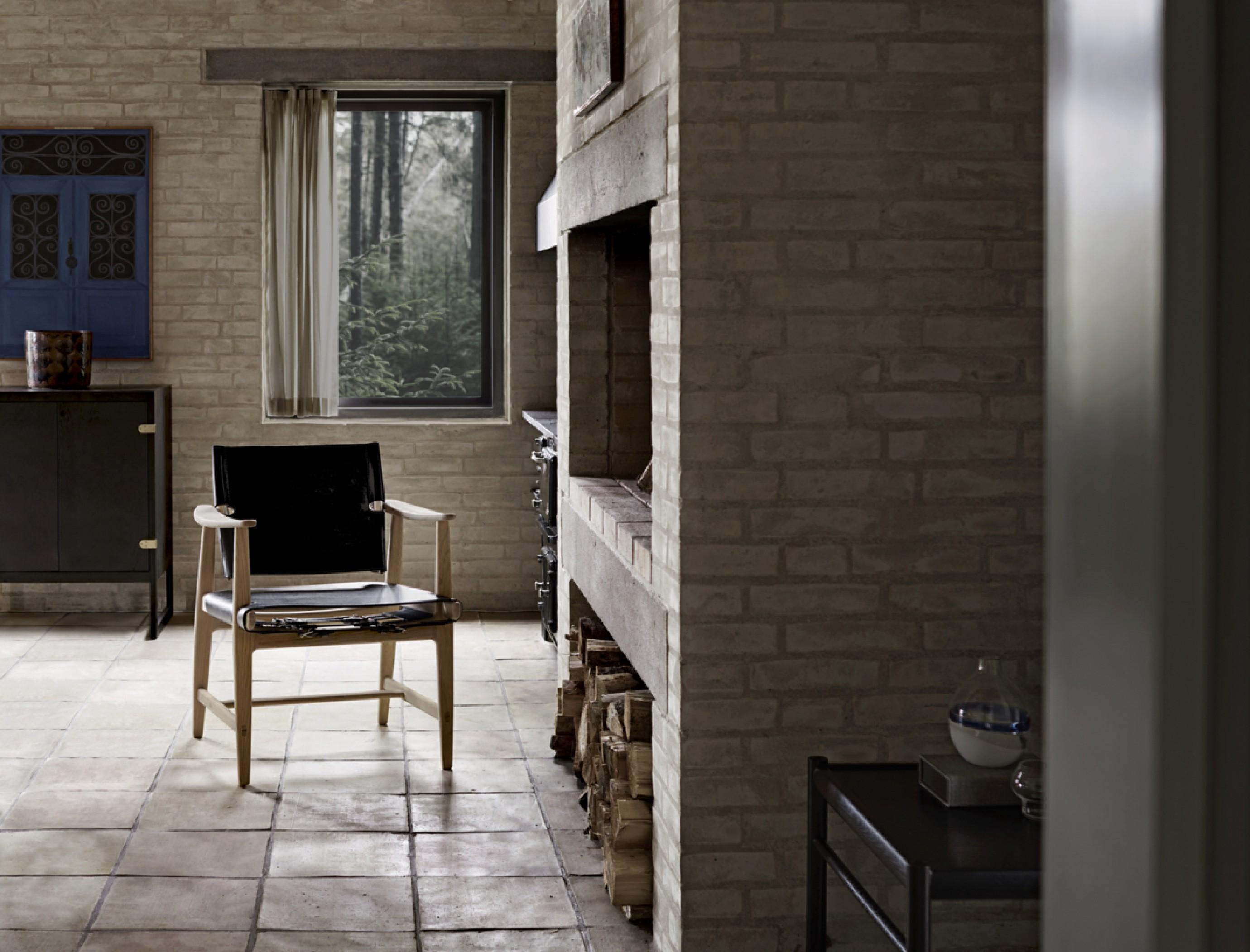 Huntsman chair dos - chêne huilé blanc - cuir à harnais noir Victors Design Agency