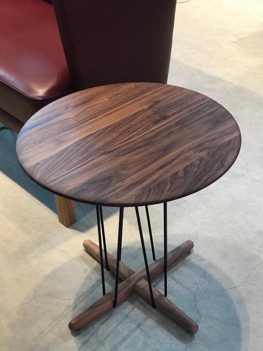 CH&S Embrace Lounge Table walnut