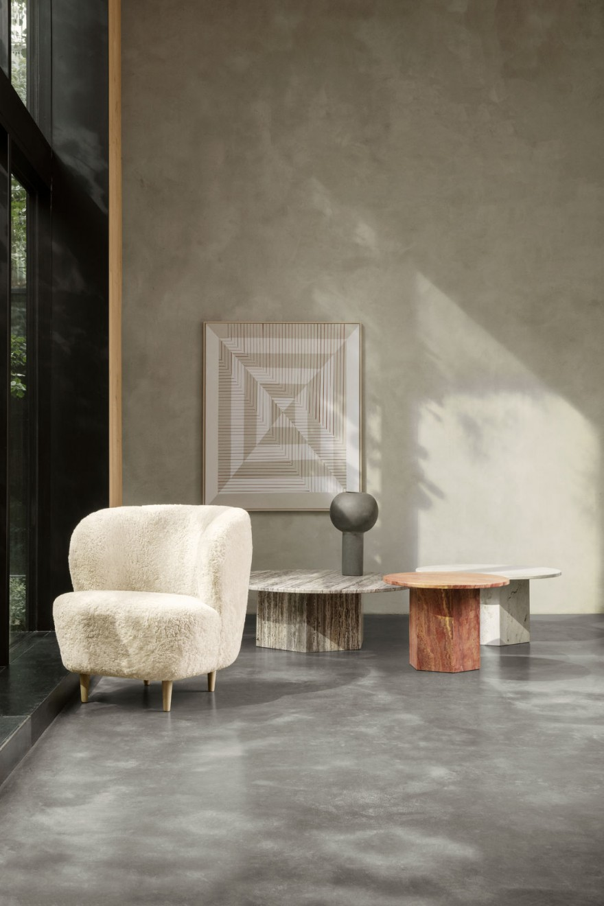 Gubi Stay Lounge in sheepskin, Epic coffee tables