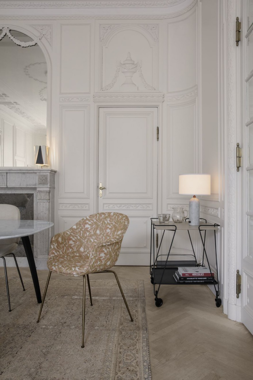 De BAT dining chair versie volledig gestoffeerd