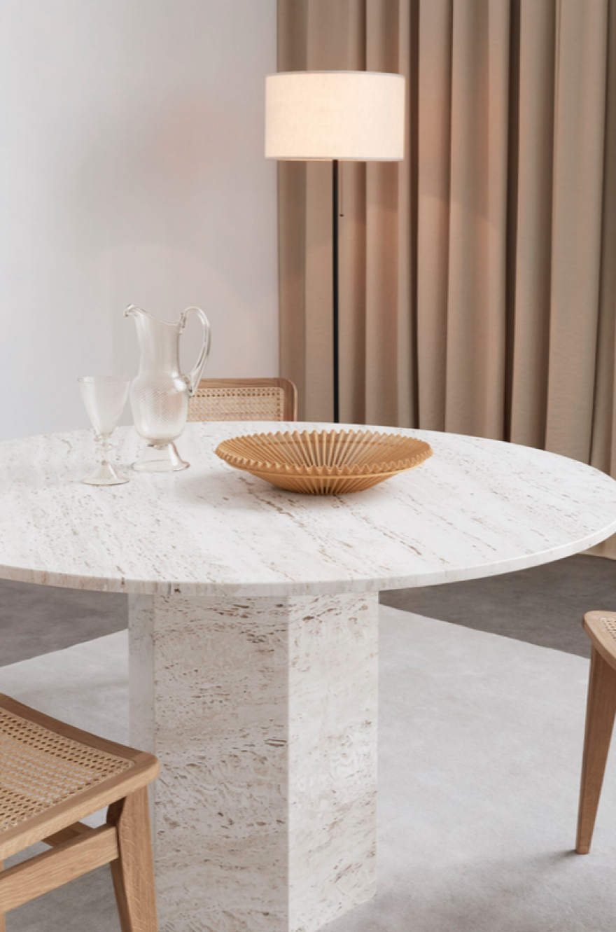 Detail Epic Dining Table dia 130 cm in witte travertin: leverbaar