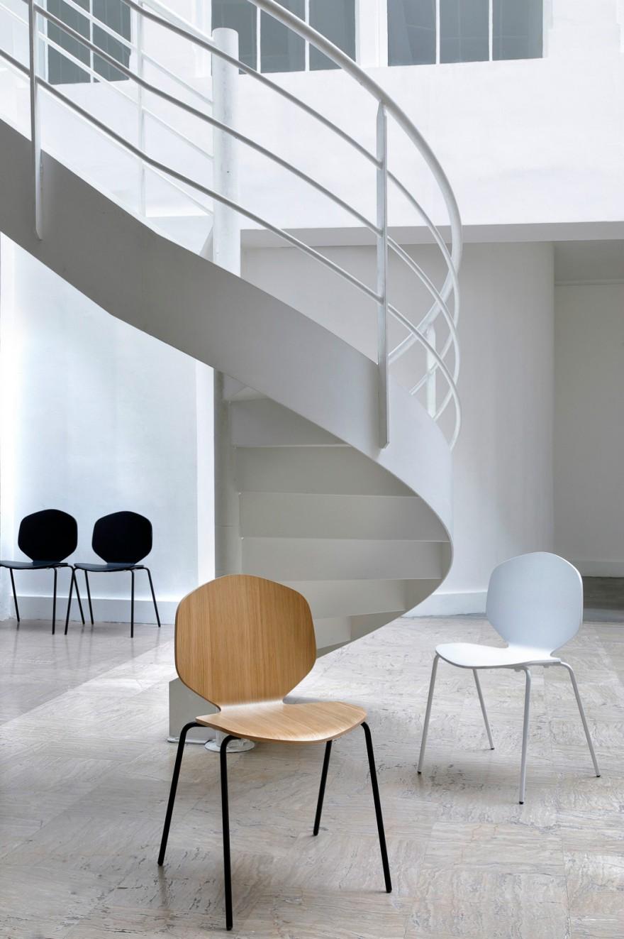 Loulou chair: wit - eik met zwart onderstel Victors Design Agency