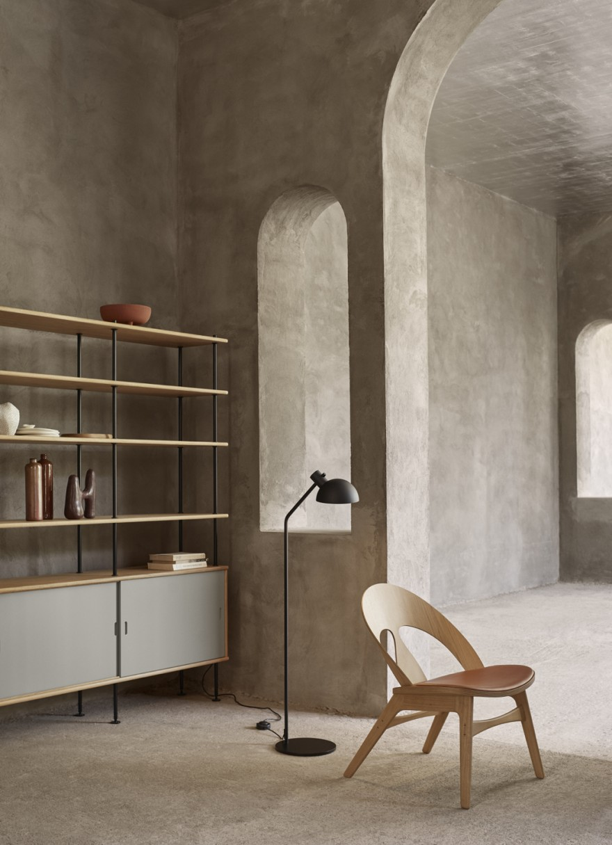 Contour Chair (design 1949) en het Shelving System (design 1958), beide van architect Borge Mogensen