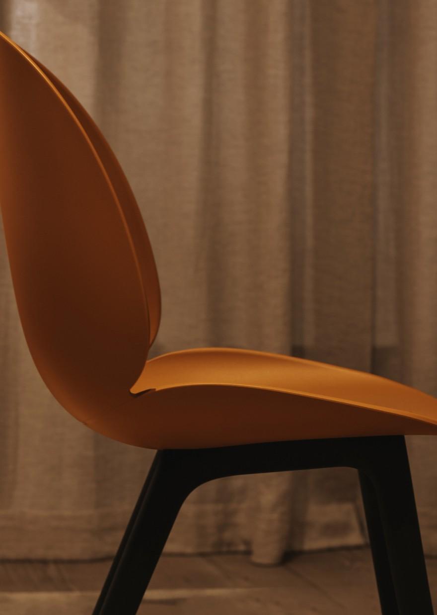 Siège et base de la chaise Beetle en polymère - vue latérale
