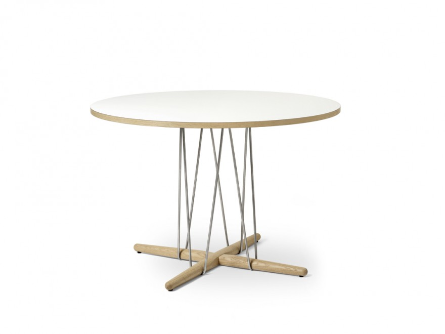 De Embrace dining table met een visueel ogende