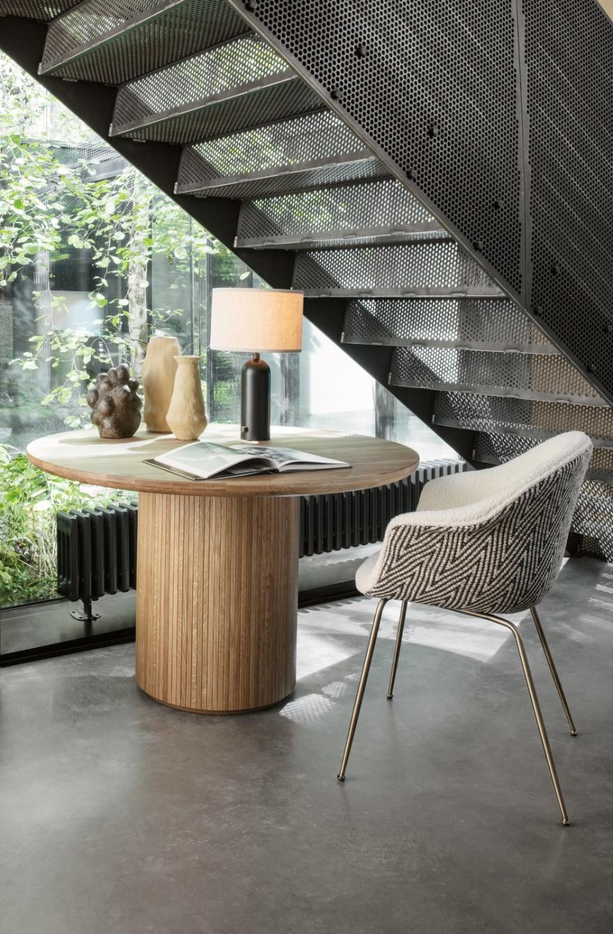 Table à manger Moon avec lampe de table Gravity : des designs réussis de Space Copenhagen