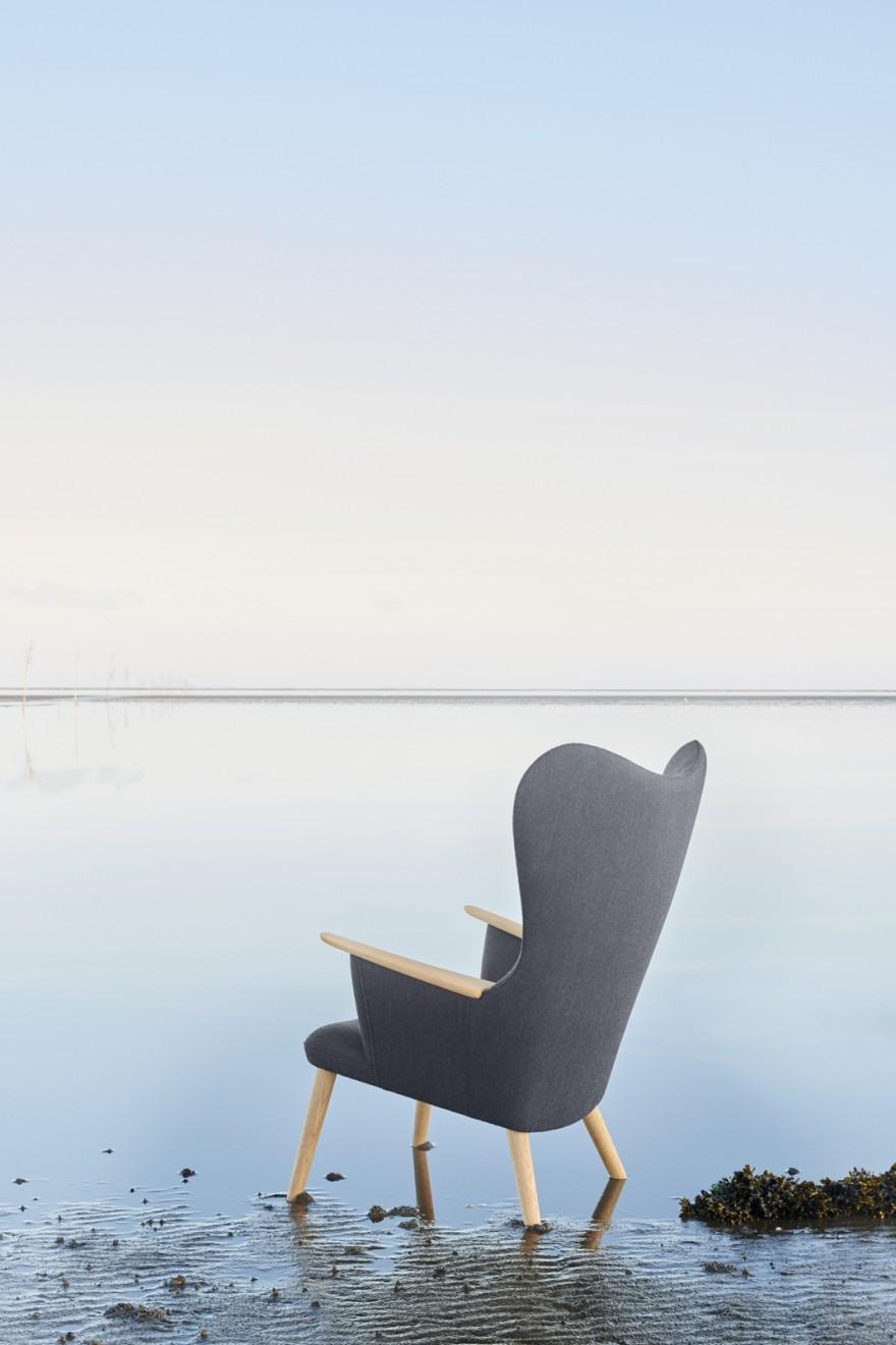 Het design van de MAMA Bear Chair oogt vrouwelijk door de sierlijke rondingen