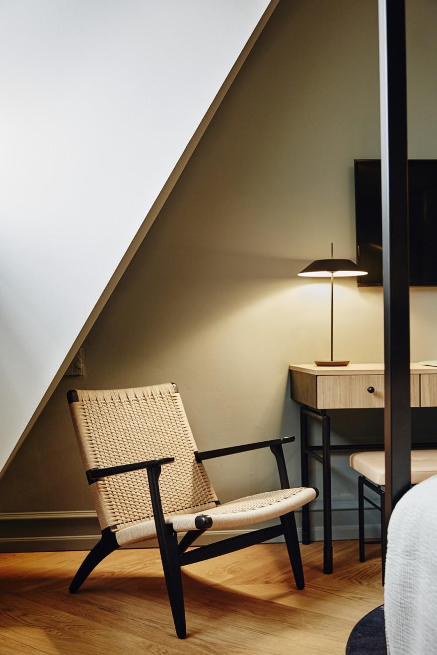 CH25 lounge chair in zwarte eik en naturel koord