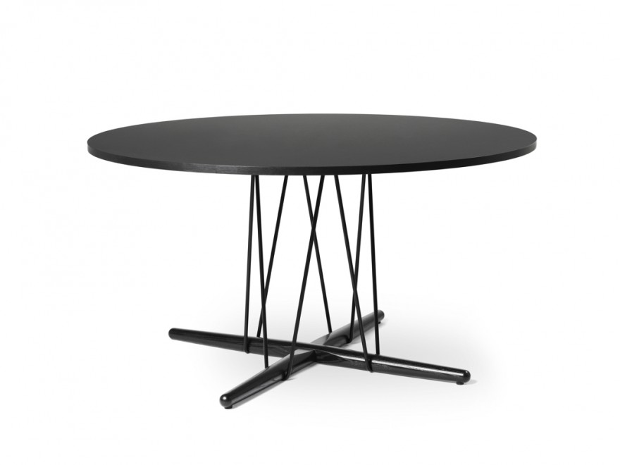 E020 Embrace Table: ø139,5 - hauteur 74 cm