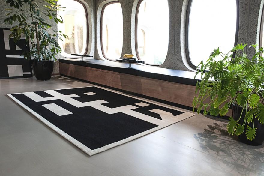 'NOSTALGIA' black 260 x 190 - production wovens.eu