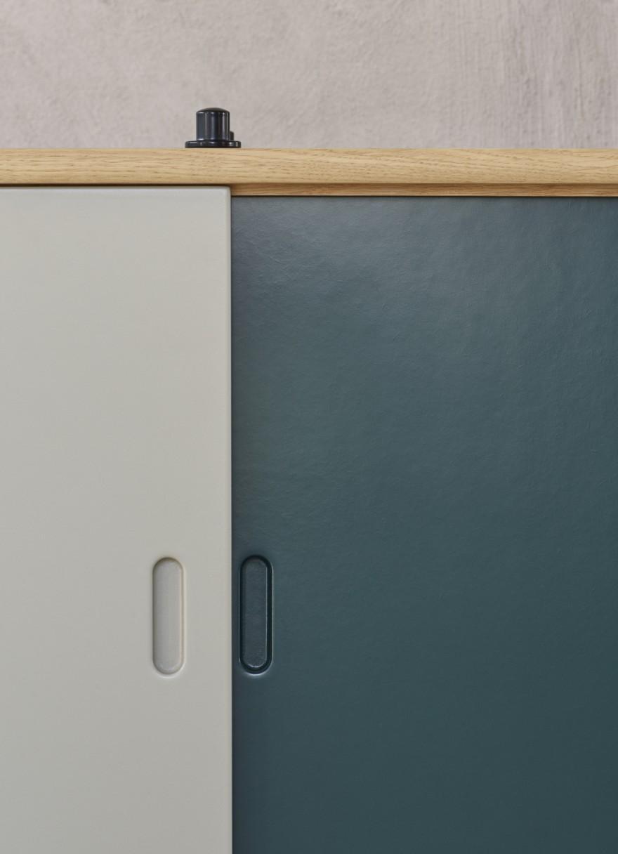 Keuze uit 5 kleuren voor de fronten van de kasten (foto: grijs en blauw)