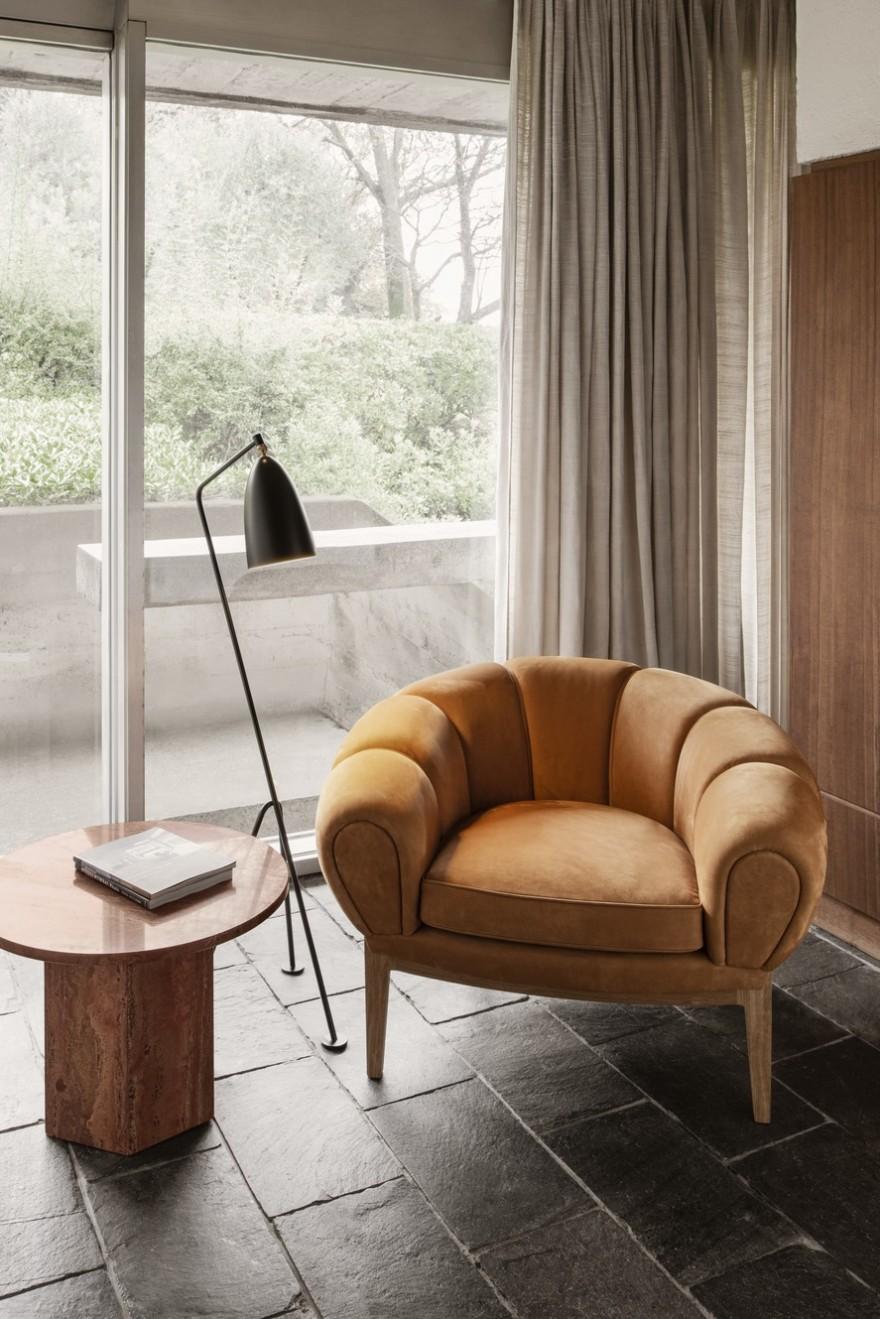 Le Le fauteuil club archétypal Croissant offre un excellent confort d'assise