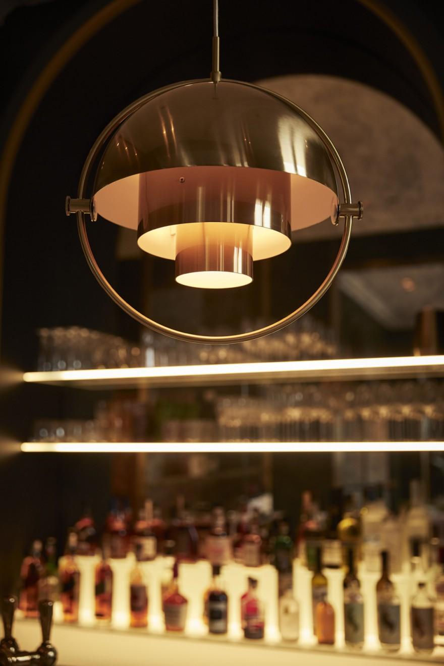 Sfeervolle Multi Lite Pendant Brass/Brass boven de bar...