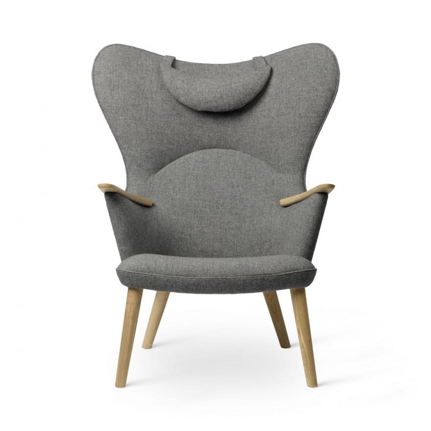 Massief houten poten, - armleuningen en - binnenstructuur maakt de Mama Bear Chair ook projectgeschikt