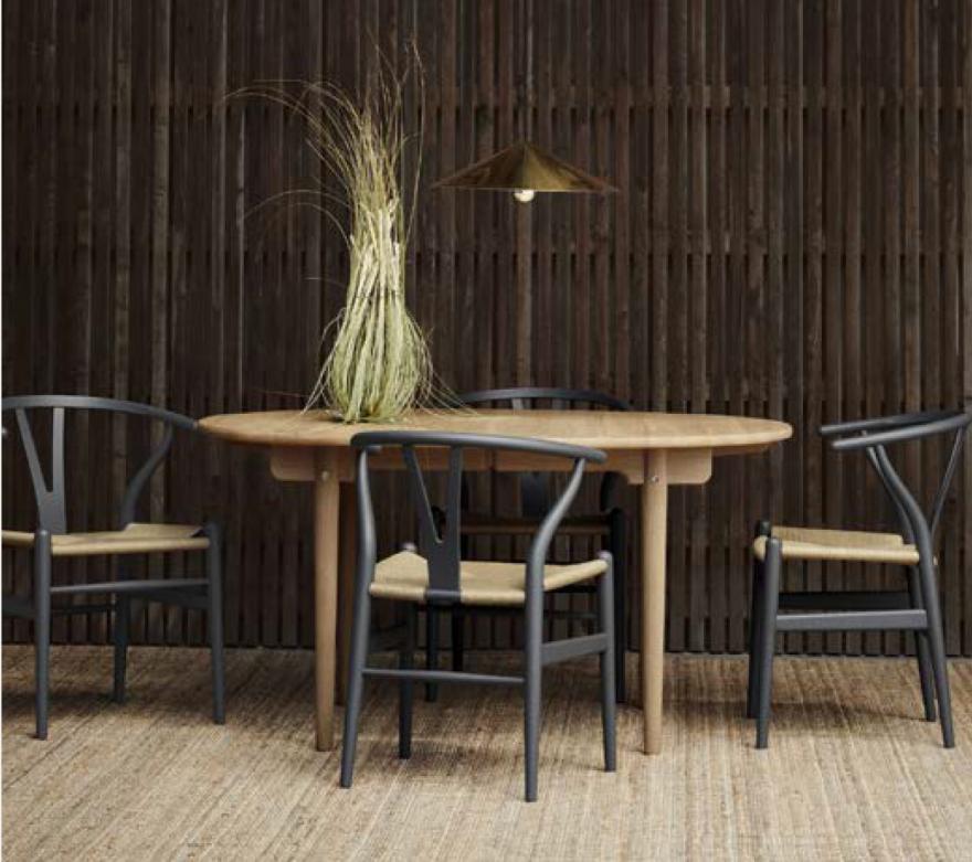 Les tables solides Wegner en combinaison avec le CH24 mat