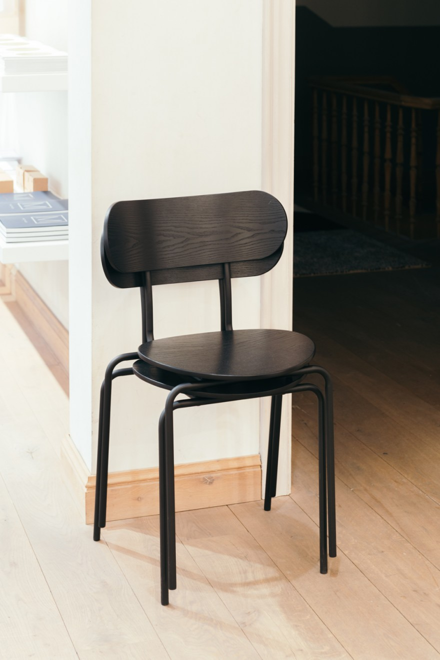 Stapelbare Coco chair in hout - GUBi collectie