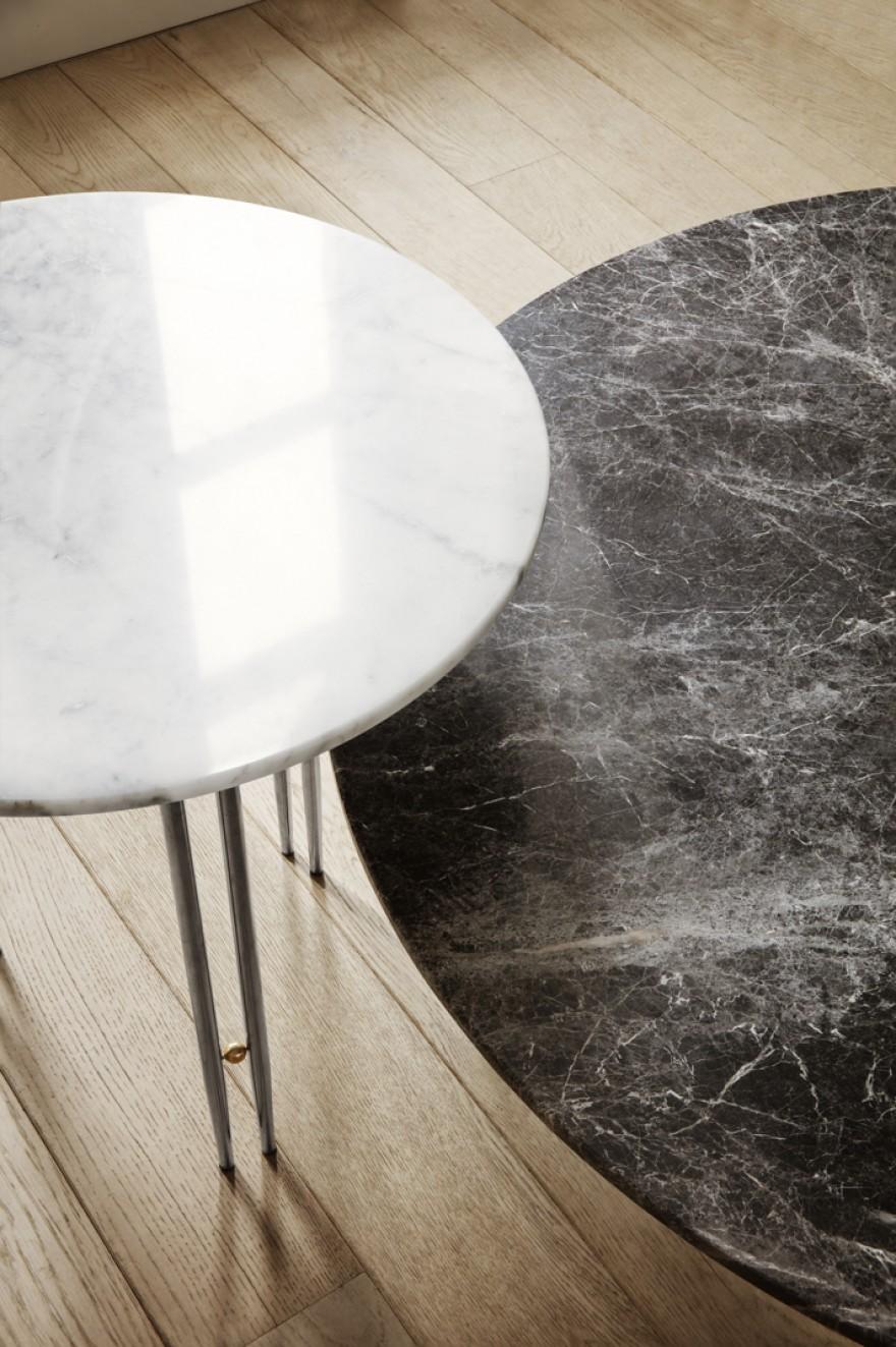 Détail des tables d'appoint IOI avec plateau en marbre