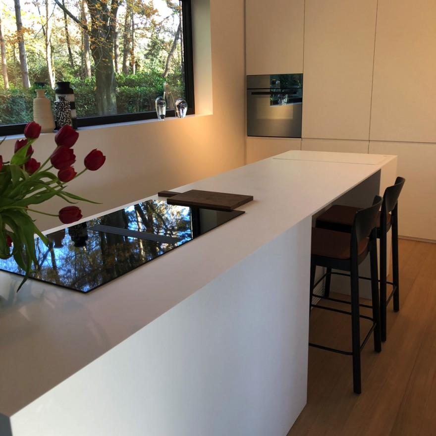De GRACE barstoel in een Belgische keuken...