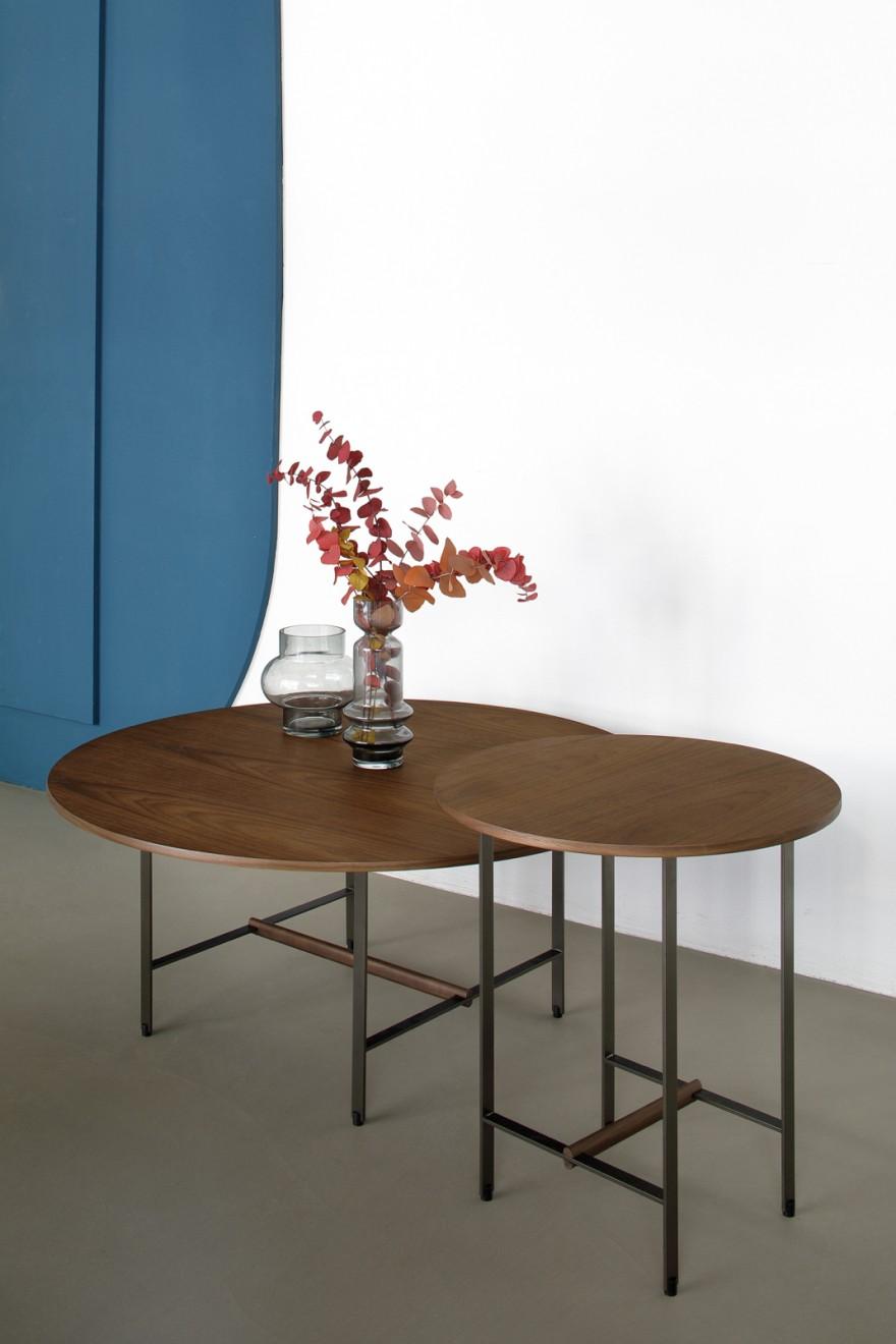 Ronde Sister tafels met top in fineer notelaar