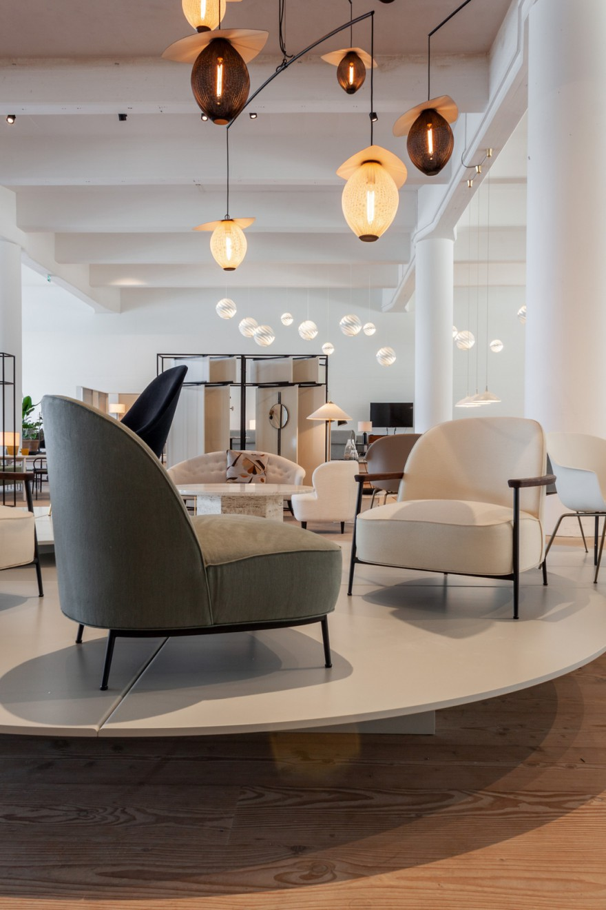 De Gubi presentatie van de MAMMOTH Lounge Chairs tijdens 3 Days of Design