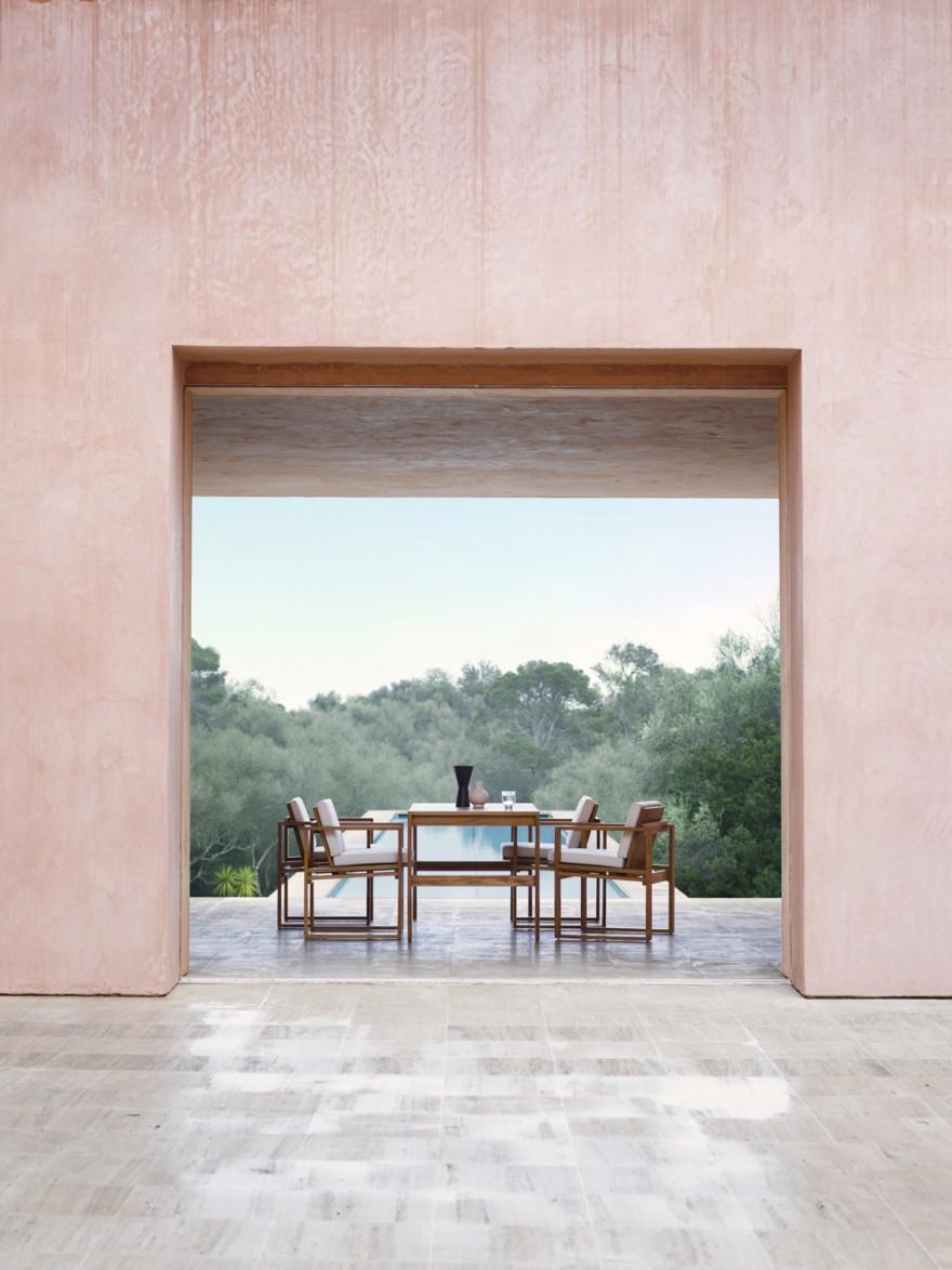 Strak vormgegeven outdoor collectie in teak, design Bodil Kjaer