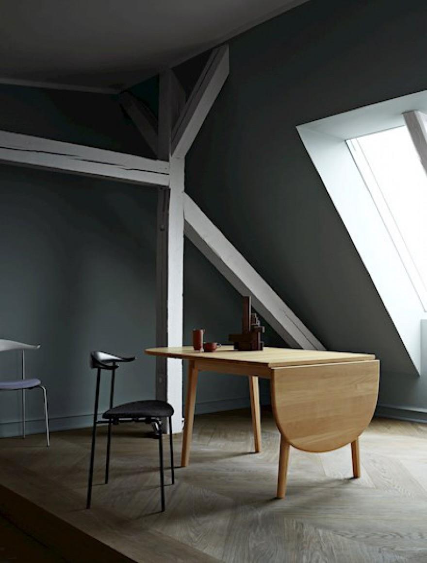 Carl Hansen & son: prijzen 2019 in voege. Foto: CH338 table en CH88 - Hans J Wegner design