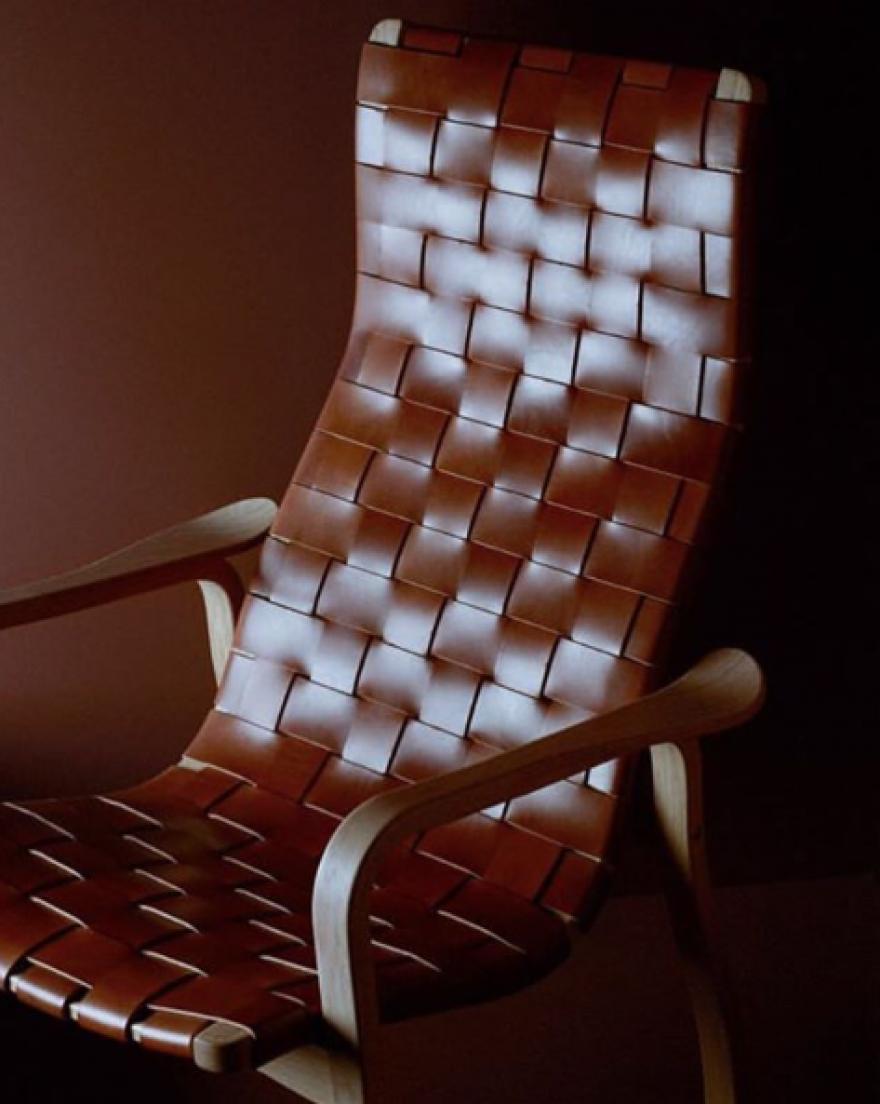 De iconische LAMINO lounge in gevlochten tuigleder