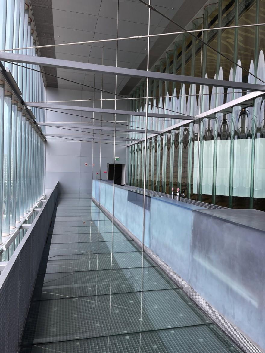 Geborstelde plexi bar: inbreng van Maarten Van severen, Casa da Musica
